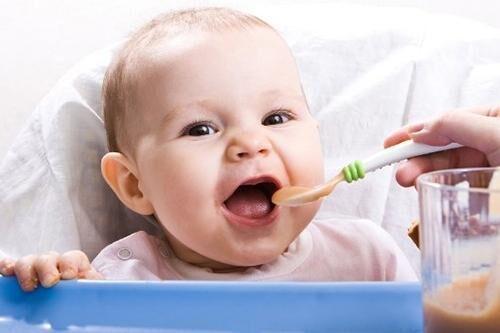 Кушает ребенок
