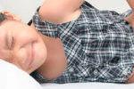 Что делать при болях в животе у ребенка 4 лет - как оказать первую помощь